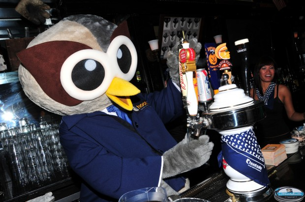 Owly serving up drinks