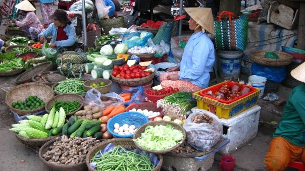Vietnamese outdoor food markets - Photo by Sam Milbrath