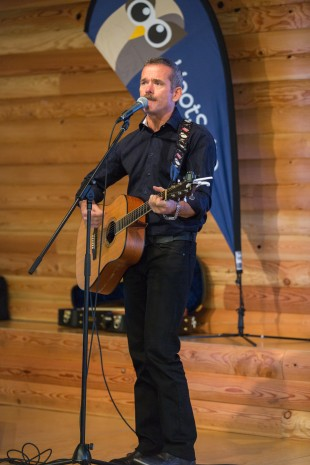 Hadfield serenaded the HootSuite crew with an original song written for his daughter and a Bowie cover.
