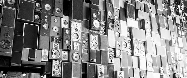 """Wall of Sound"" image adapted from 55Laney69 under CC BY 2.0"