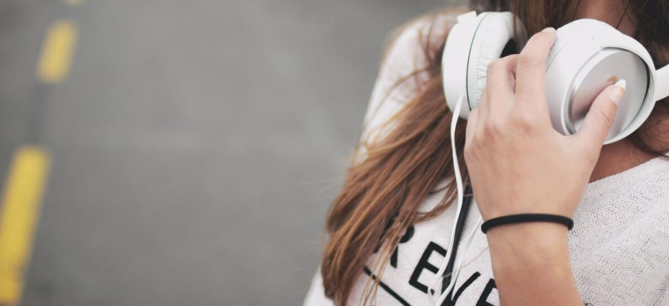 6 Podcasts That Will Make You a Better Social Media Marketer | Hootsuite Blog