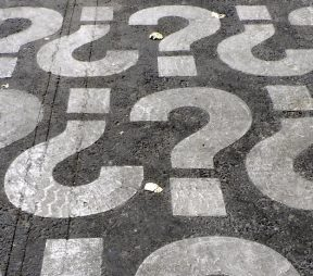 4 Questions You Should Never Ask Your Social Media Manager   Hootsuite Blog