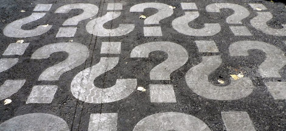 4 Questions You Should Never Ask Your Social Media Manager | Hootsuite Blog