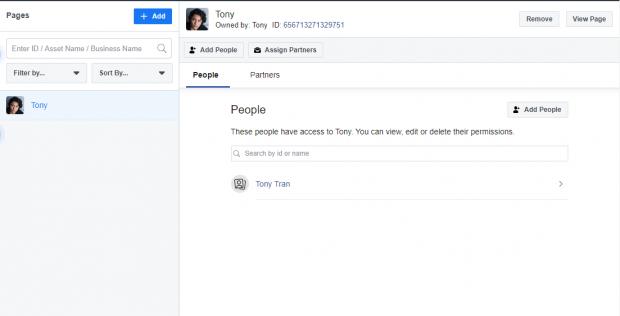 Page Facebook sur le côté gauche du tableau de bord Tony's Hootsuite