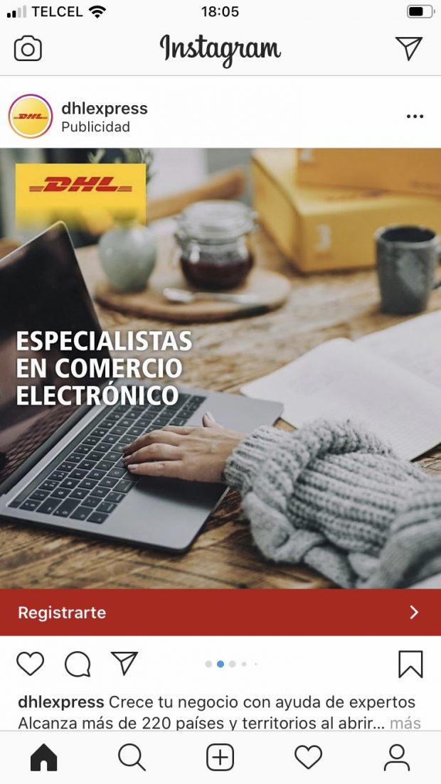 Anuncio por secuencia de la marca DHL donde se ve a una persona usando su laptop